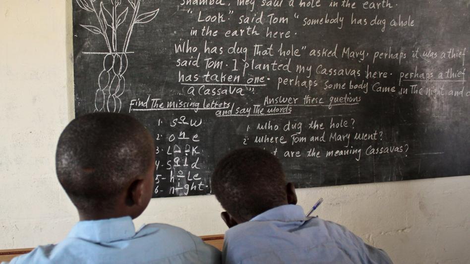 """Yemen, Kharaz camp. English class for Somali refugee children"""
